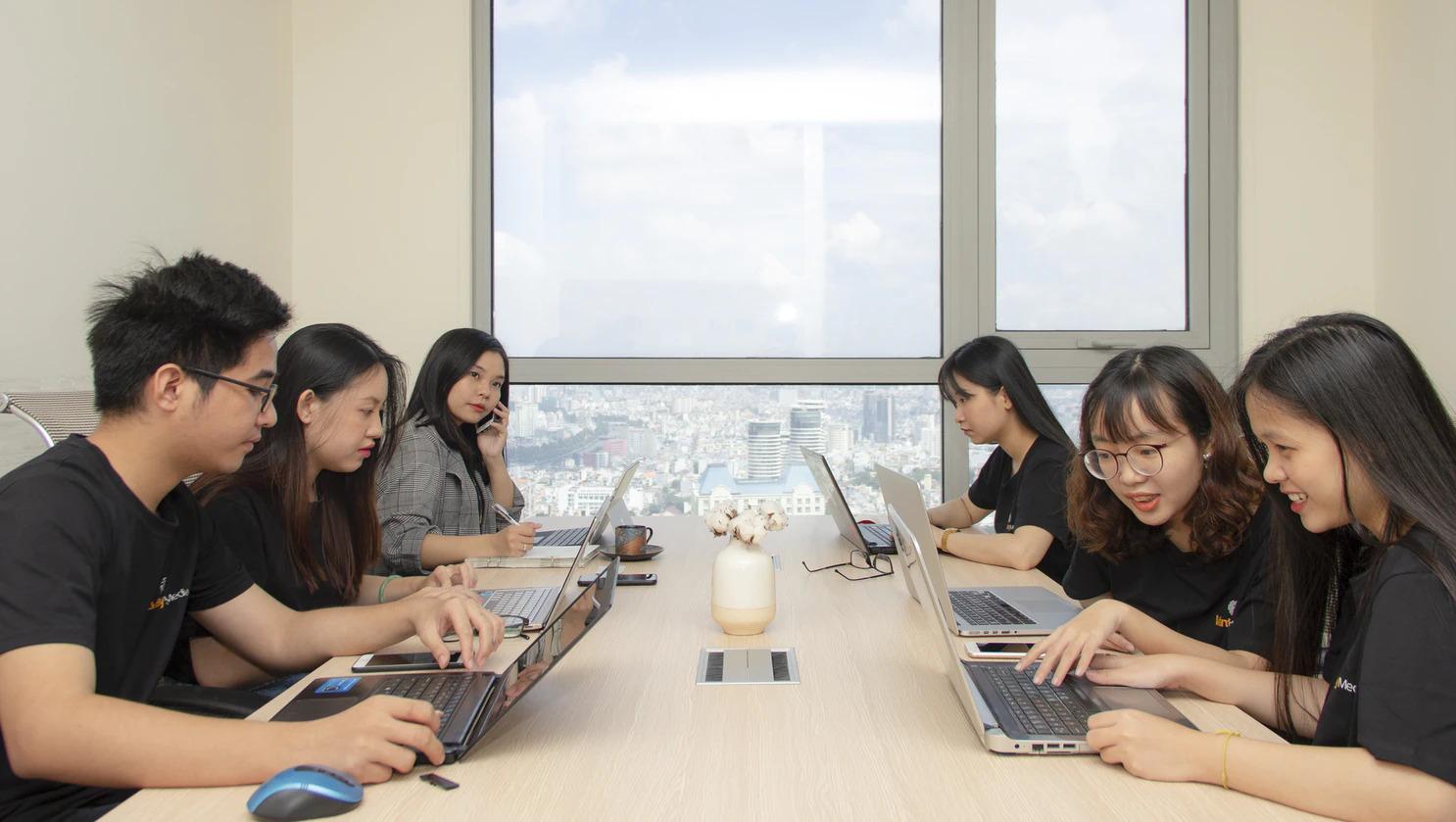Đội ngũ ERA Content Marketing thường xuyên họp bàn ý tưởng để mang đến sản phẩm chất lượng