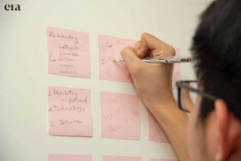 Bắt đầu khám phá, phân tích sản phẩm, dịch vụ để phát hiện các yếu tố mang tính đột phá trong nội dung